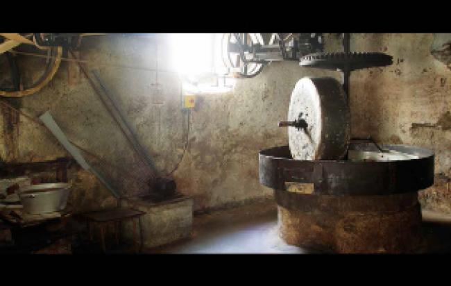 Moulin à Huile de Noix-Credit