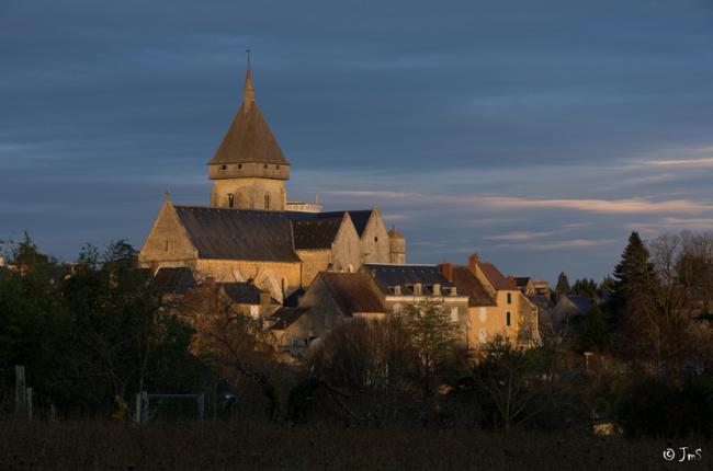 Eglise médiévale et village médiéval de Saint-Marcel-Credit-JM-Surrand