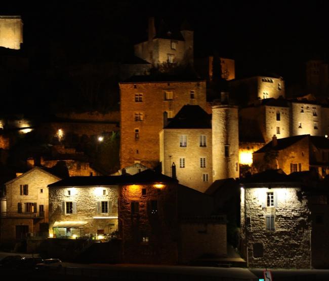 Visit on Lanterns' Lights of the Medieval City of Puy-l'Evêque-Credit-Office-de-tourisme-Lot-Vignoble-Lea-Tournier