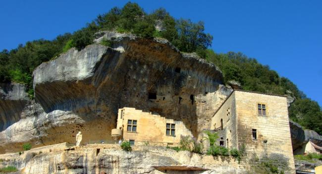 Village des Eyzies-de-Tayac Sireuil-Credit-OT-Lascaux-Dordogne-Vallee-Vezere
