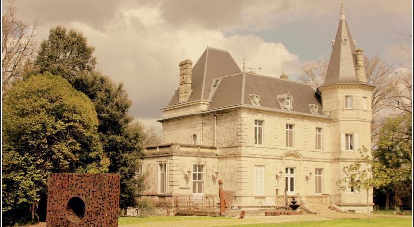 Château de Lagravade-Chateau-de-Lagravade