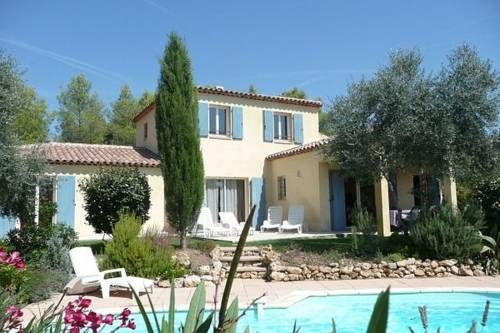 Luxury Villa in Bagnols-en-Foraªt by the Forest-Lou-Escuma