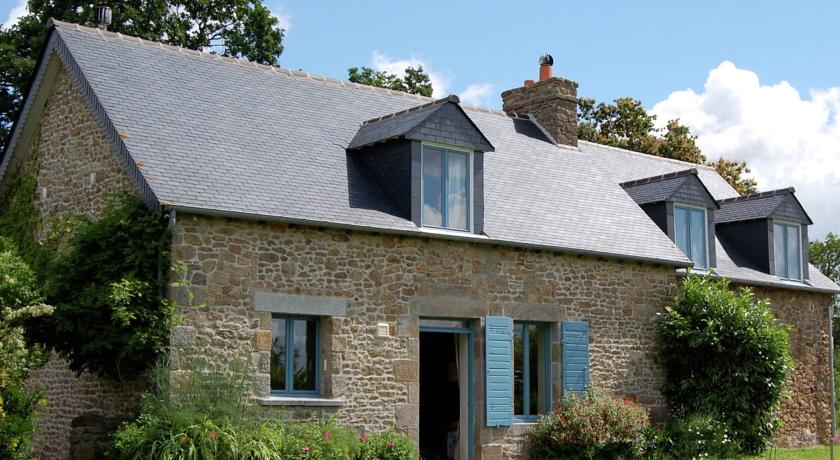 Beautiful Property near in Bretagne with fenced garden-Holiday-home-Les-Volets-Bleus-1