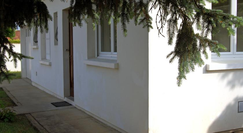 Holiday Home La Roquille-La-Roquille