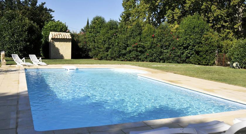 Holiday Home Les Tilleuls-Rte-de-Cavaillon-2