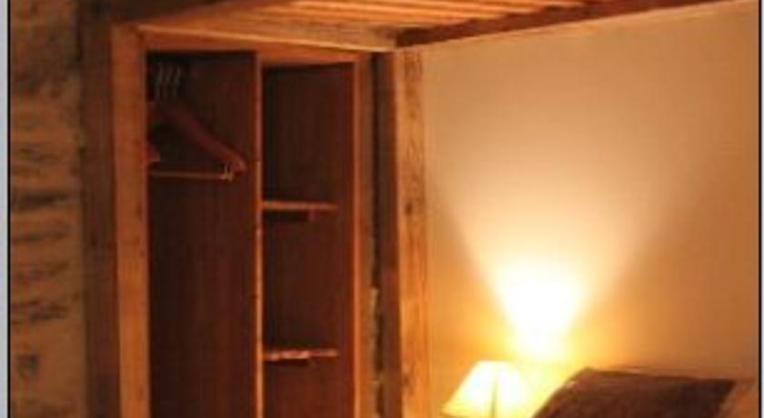 Chambre d'Hôte La Tour du Merle-Chambre-d-Hote-La-Tour-du-Merle