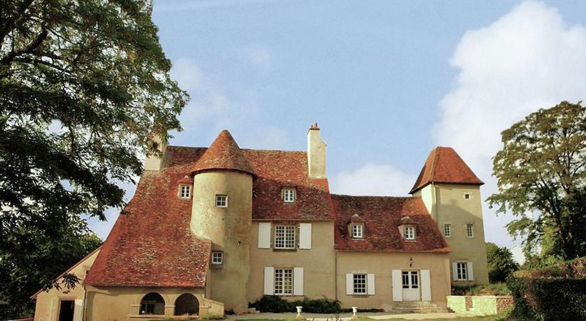 Un Château En Bordure De Rivière-Un-Chateau-En-Bordure-De-Riviere