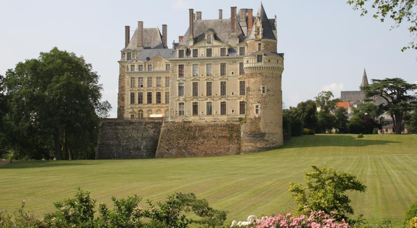 Château de Brissac-Chateau-de-Brissac