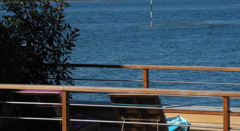 Un Balcon Sur La Mer-Un-Balcon-Sur-La-Mer