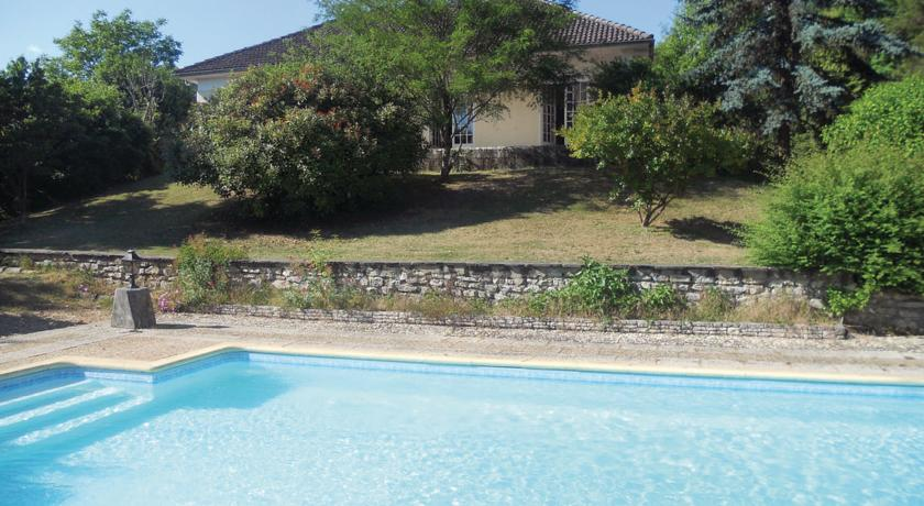 Three-Bedroom Holiday home 0 in Château L´Eveque-Three-Bedroom-Holiday-home-0-in-Chateau-L-Eveque