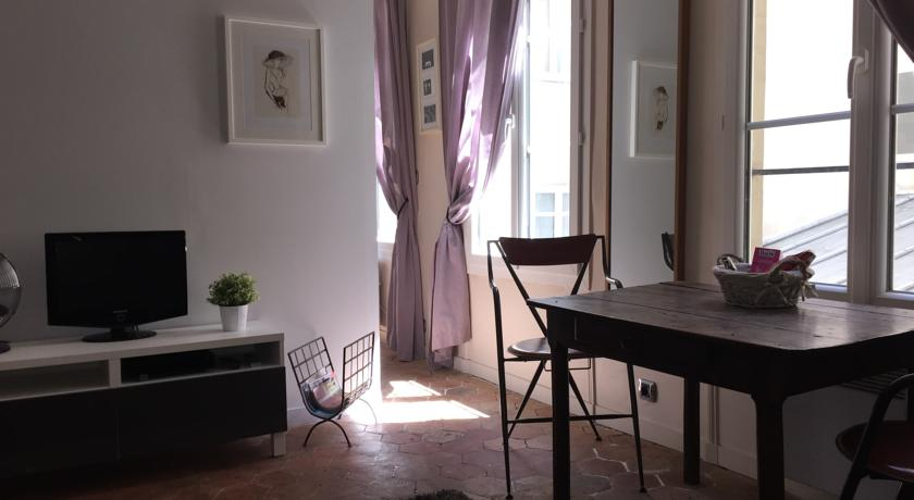 Apartment in Latin District-Apartment-in-Latin-District