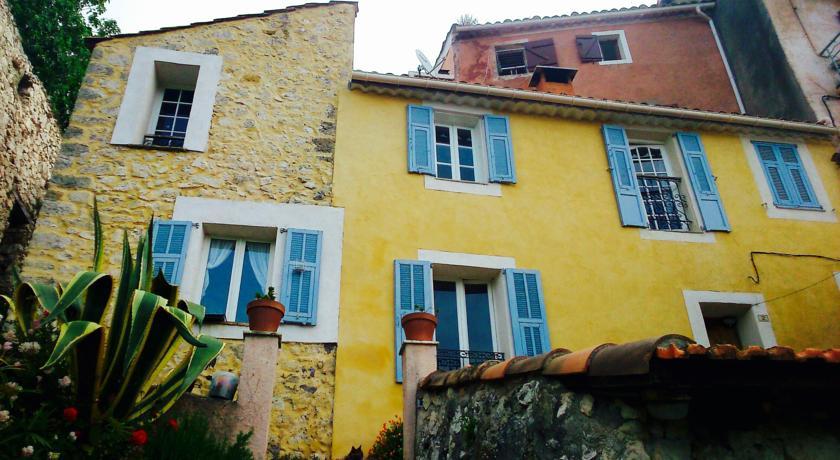 Au pied du château-Au-pied-du-chateau