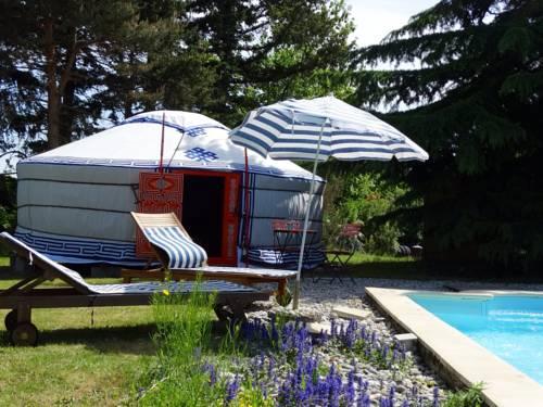 Yourte d'Ardèche avec piscine privée-Yourte-d-Ardeche-avec-piscine-privee