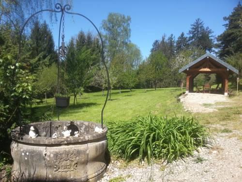 Gîte du château de Feschaux, Jura-Gite-du-chateau-de-Feschaux-Jura