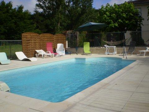 Gîte la Rivière-piscine-privee-8m-4m-15