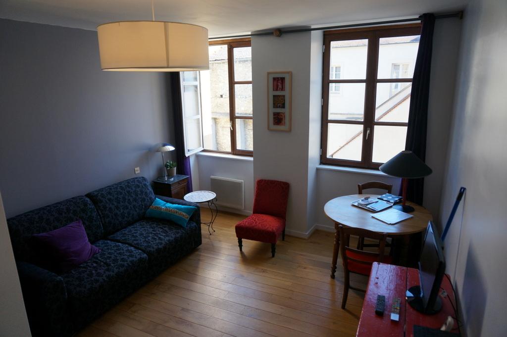 La Bonne Escale-Canape-lit-super-facile-et-confortable-Lampolet-1ier-etage-tres-calme