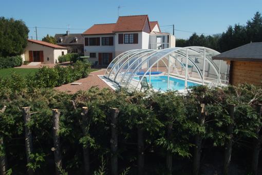 Coeur Bourgogne   Nathalie BACHELARD-la-maison-vue-arriere-cote-piscine