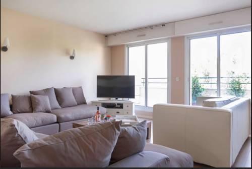 Luxury Apartment with Seine view-Luxury-Apartment-with-Seine-view