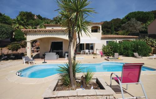 Four-Bedroom Holiday Home in Les Issambres-Four-Bedroom-Holiday-Home-in-Les-Issambres
