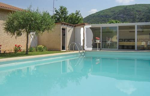 Two-Bedroom Holiday Home in Boulbon-Two-Bedroom-Holiday-Home-in-Boulbon