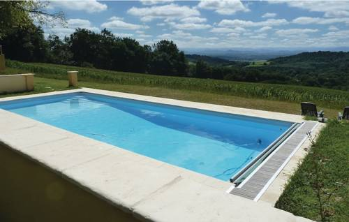 Three-Bedroom Holiday Home in Castetbon-Three-Bedroom-Holiday-Home-in-Castetbon