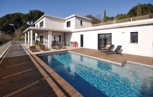 Three-Bedroom Holiday Home in Marseille-Three-Bedroom-Holiday-Home-in-Marseille