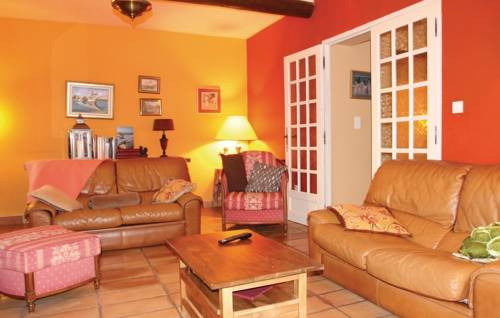 Four-Bedroom Holiday Home in Courthezon-Four-Bedroom-Holiday-Home-in-Courthezon