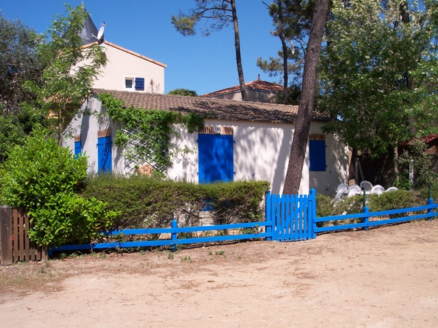 LA MAISON BLEUE-la-maison-bleue