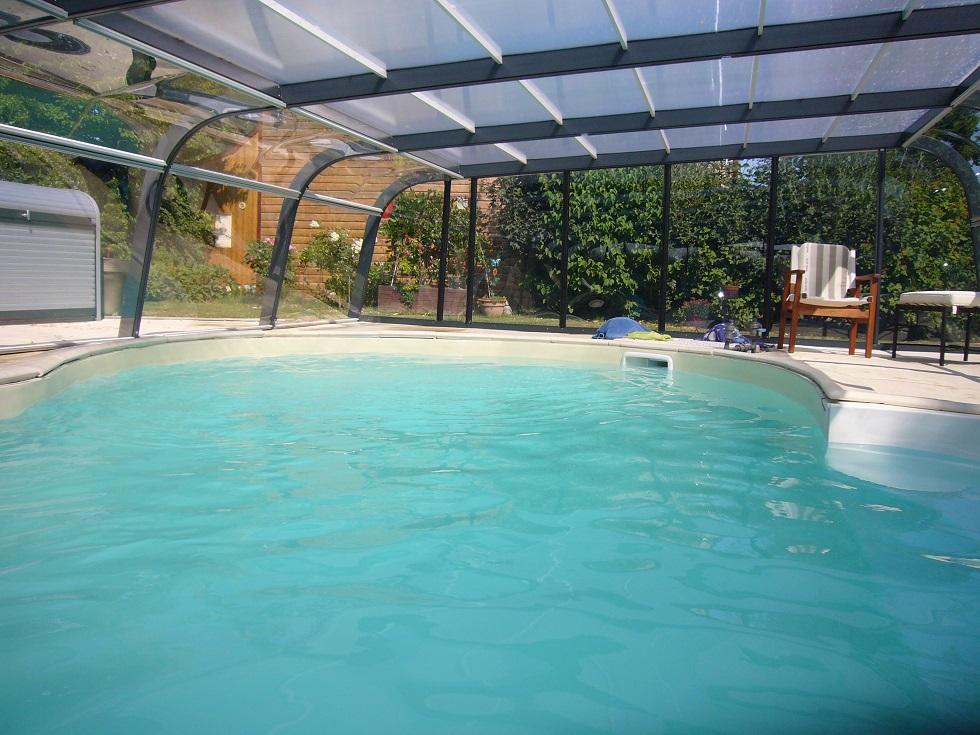 MEUBLÉ touristique  LA PRAIRIE-La-piscine-nage-a-contre-courant-