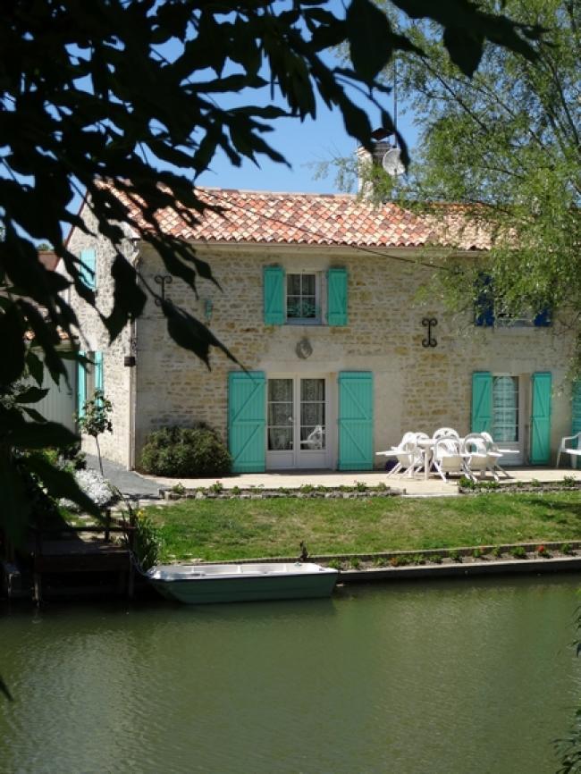 La Maison de la Taillée--LOCATION-MEUBLE-DE-TOURISME-2-6-PERSONNE-BORD-DE-RIVIERE-MARAIS-POITEVIN-VENDEE-GRAND-CONFORT-