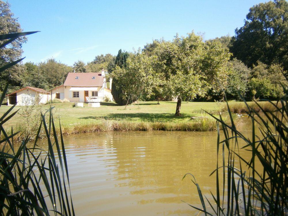 La maison du garde chasse et son étang-La-maison-du-garde-chasse