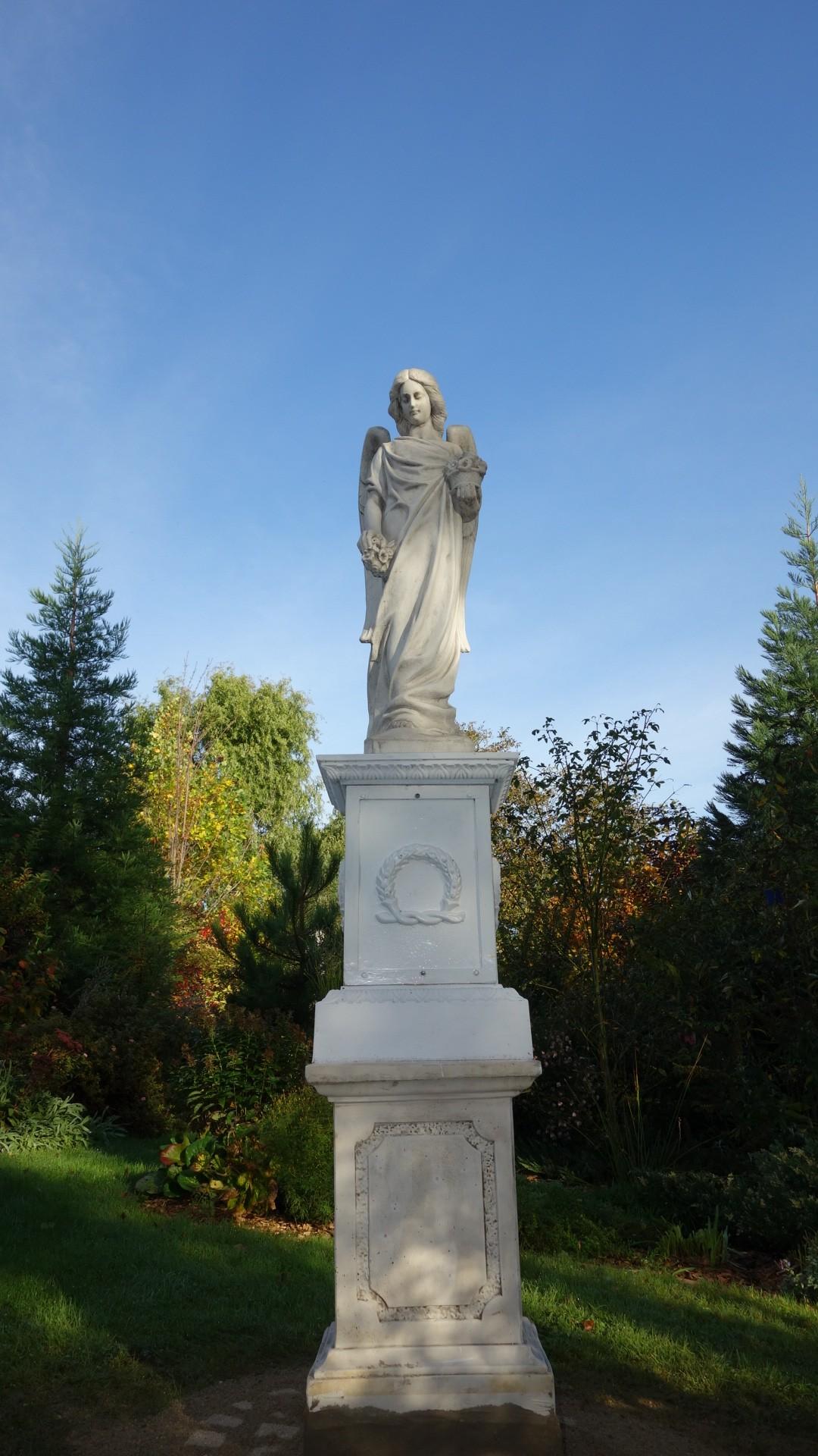 Jardin Du Monastère Royal De Brou-L-ange-Gabriel
