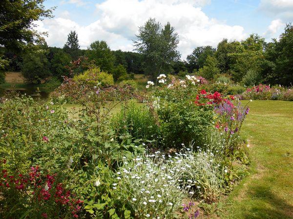 Jardin De La Valade-Vue-du-Jardin-en-ete