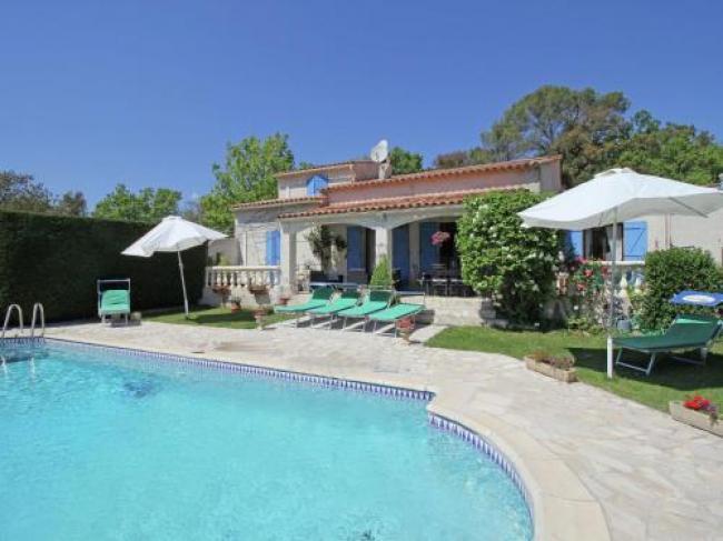 Gorgeous Holiday Home in Bagnols-en-Forêt with Private Pool-La-Bagnolette