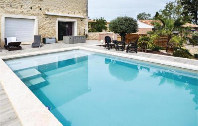 Beautiful home in Beaucaire w WiFi, Outdoor swimming pool and 2 Bedrooms-Beautiful-home-in-Beaucaire-w-WiFi-Outdoor-swimming-pool-and-2-Bedrooms