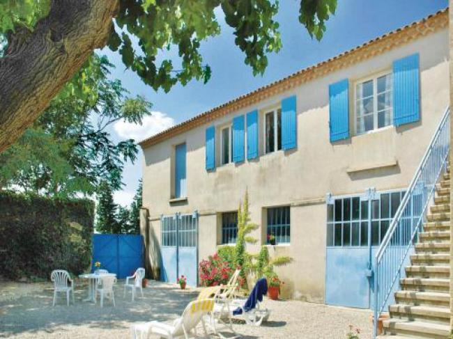 Four-Bedroom Holiday Home in Ste Cecile les Vignes-Four-Bedroom-Holiday-Home-in-Ste-Cecile-les-Vignes