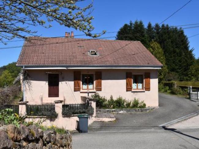 Spacious Holiday Home with Sauna in Celles-sur-Plaine-Maison-De-La-Creuse