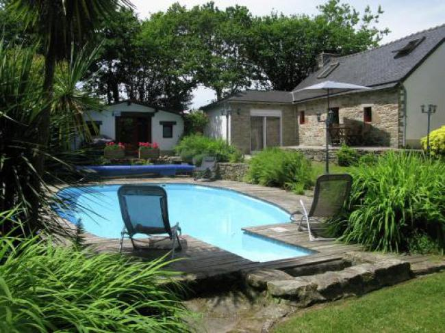 Quaint Cottage in Coray with Swimming Pool-Kerambellec