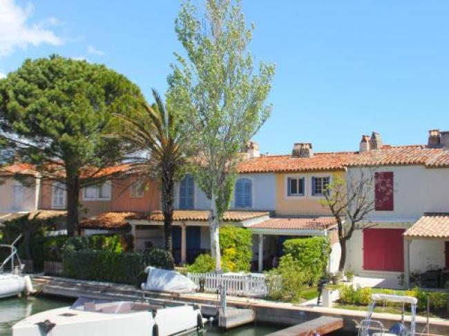 Modern Holiday Home in Grimaud with Terrace-Maison-de-Vacances-Port-Grimaud