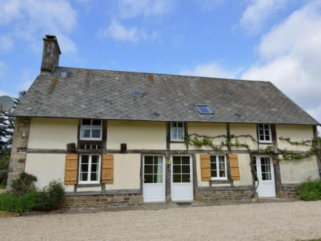 Pleasant Holiday Home in Le Mesnil-Boeufs with Garden-Heslonniere