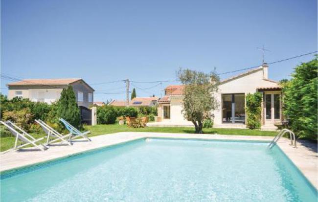 Two-Bedroom Holiday home L'Isle sur la Sorgue with a Fireplace 08-Two-Bedroom-Holiday-home-L-Isle-sur-la-Sorgue-with-a-Fireplace-08