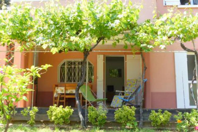 La Ciotat agréable T3 en rez de jardin, 45 Avenue du Mugel-La-Ciotat-agreable-T3-en-rez-de-jardin-45-Avenue-du-Mugel