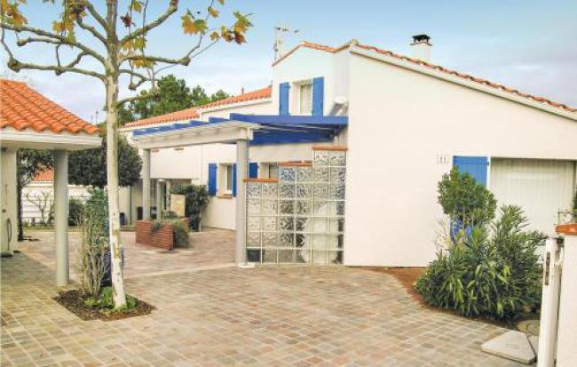 Four-Bedroom Holiday Home in La Tranche sur Mer-Four-Bedroom-Holiday-Home-in-La-Tranche-sur-Mer