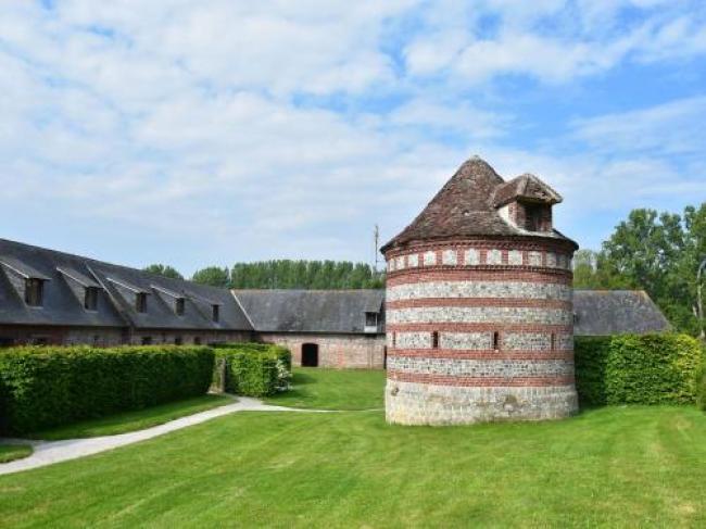 Rustic Cottage in Flainville with Garden-Gite-Domaine-Saint-Julien