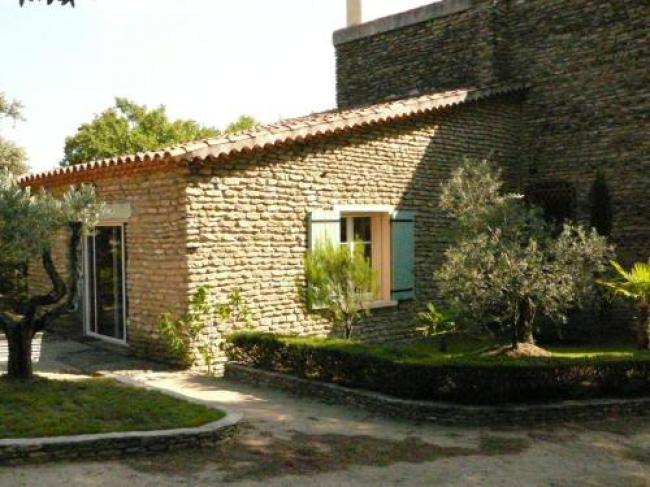 Antique Holiday Home with Swimming Pool in L'Isle-sur-la-Sorgue-Souleiado