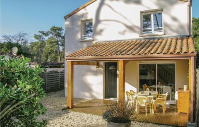 Two-Bedroom Holiday Home in Longeville sur Mer-Two-Bedroom-Holiday-Home-in-Longeville-sur-Mer