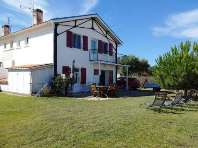 House with 3 bedrooms in Marennes with enclosed garden and WiFi 200 m from the beach-Holiday-home-Impasse-du-moulin-de-la-plage