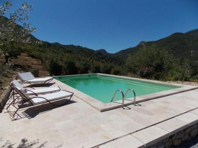 Spacious Holiday Home with Swimming Pool in Montaulieu-La-Serre-Sur-La-Colline