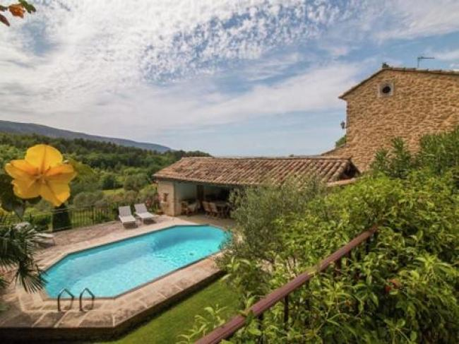 Magnificent Holiday Home with Swimming Pool in Oppede-Les-Sources