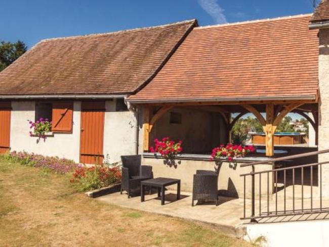 Sunlit House near Forest in Savignac-Ledrier-Marie-Rose